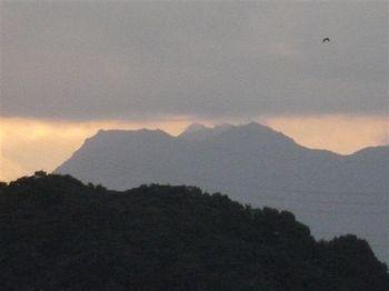 夜明け前の石鎚山1.jpg